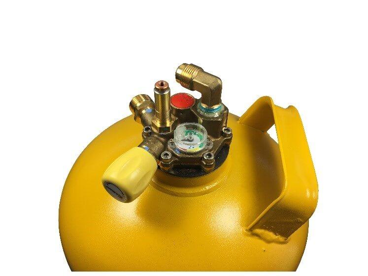 insertion du boitier de piston en laiton dans le réservoir GPL multivalve Gaslow